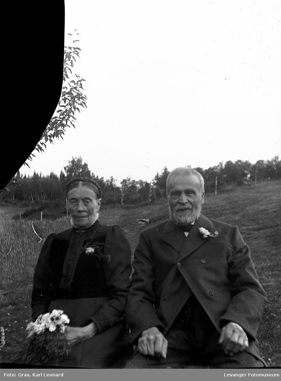 Portrett av eldre eldre par. Trolig i forbindelse med gullbrylluppet.