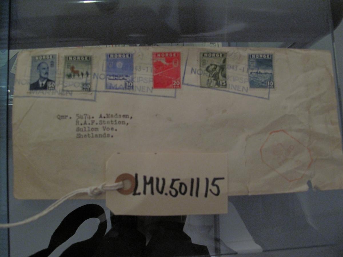 Konvolutt er adressert til 5474 A. Madsen R.A.F Station Sullom Voe, Shetland. Stemplet Norsk Skipspost - Marinen
