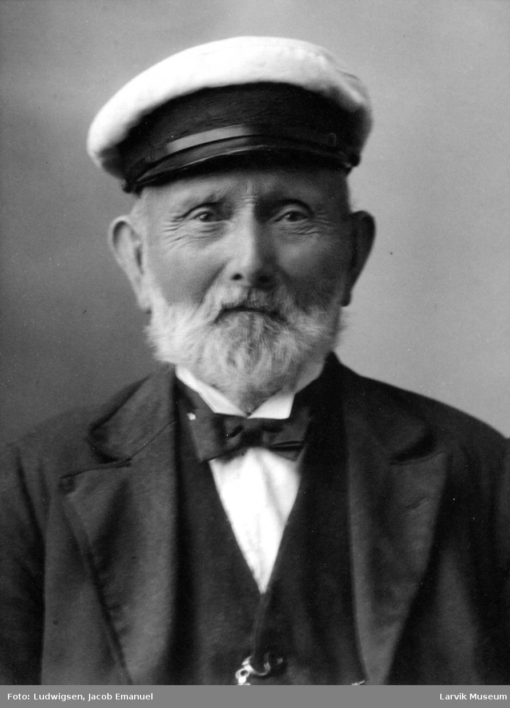 portrett, skipsbygger E. Eriksen