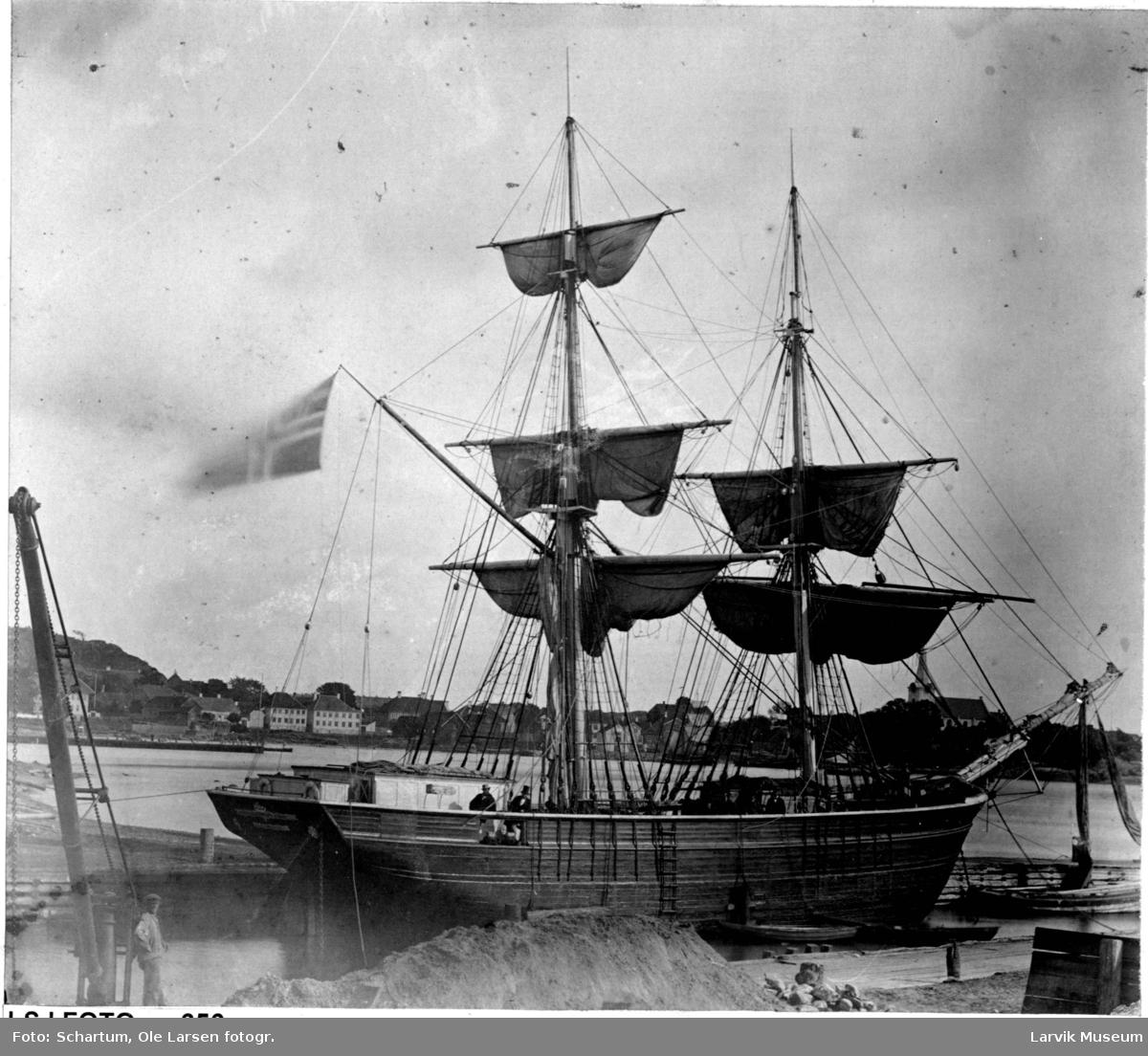 "fartøy, seilskip, brigg ""Scandinavien"" av Laurvig"