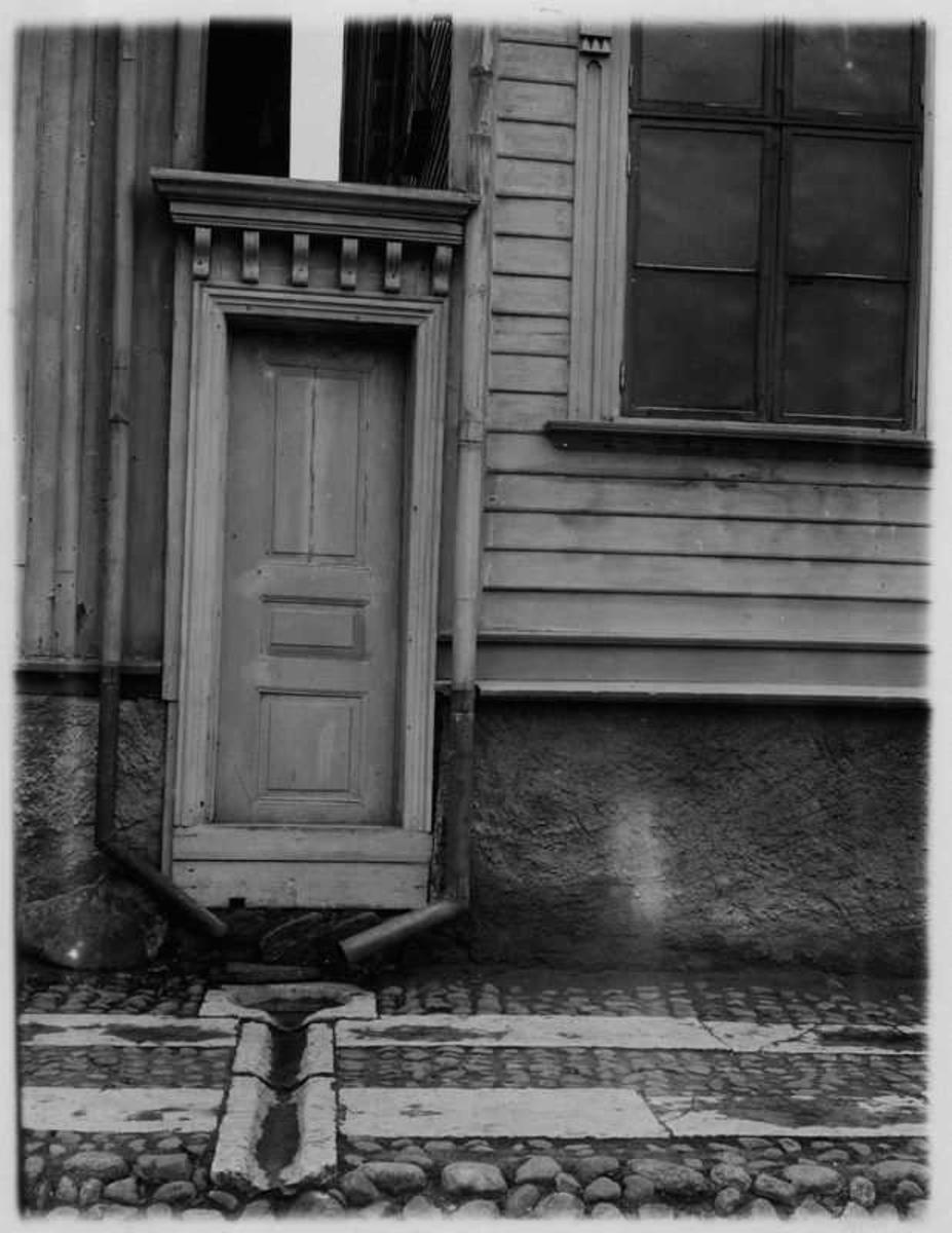 Portal mellan husen,  Residensgatan 26  Vänersborg