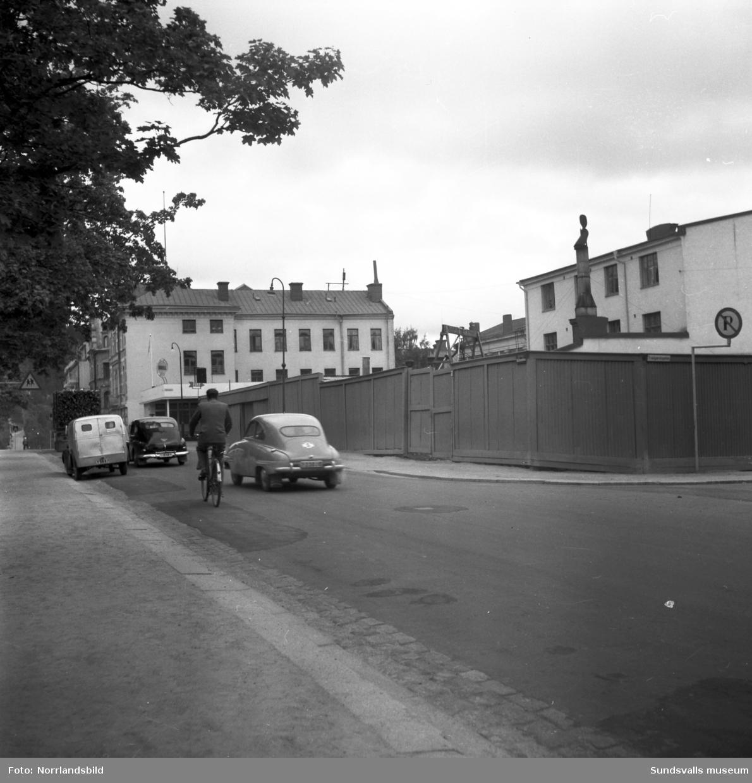 Byggnationer pågår i kvarteret Fliten mot Skolhusallén vid korsningen med Trädgårdsgatan.