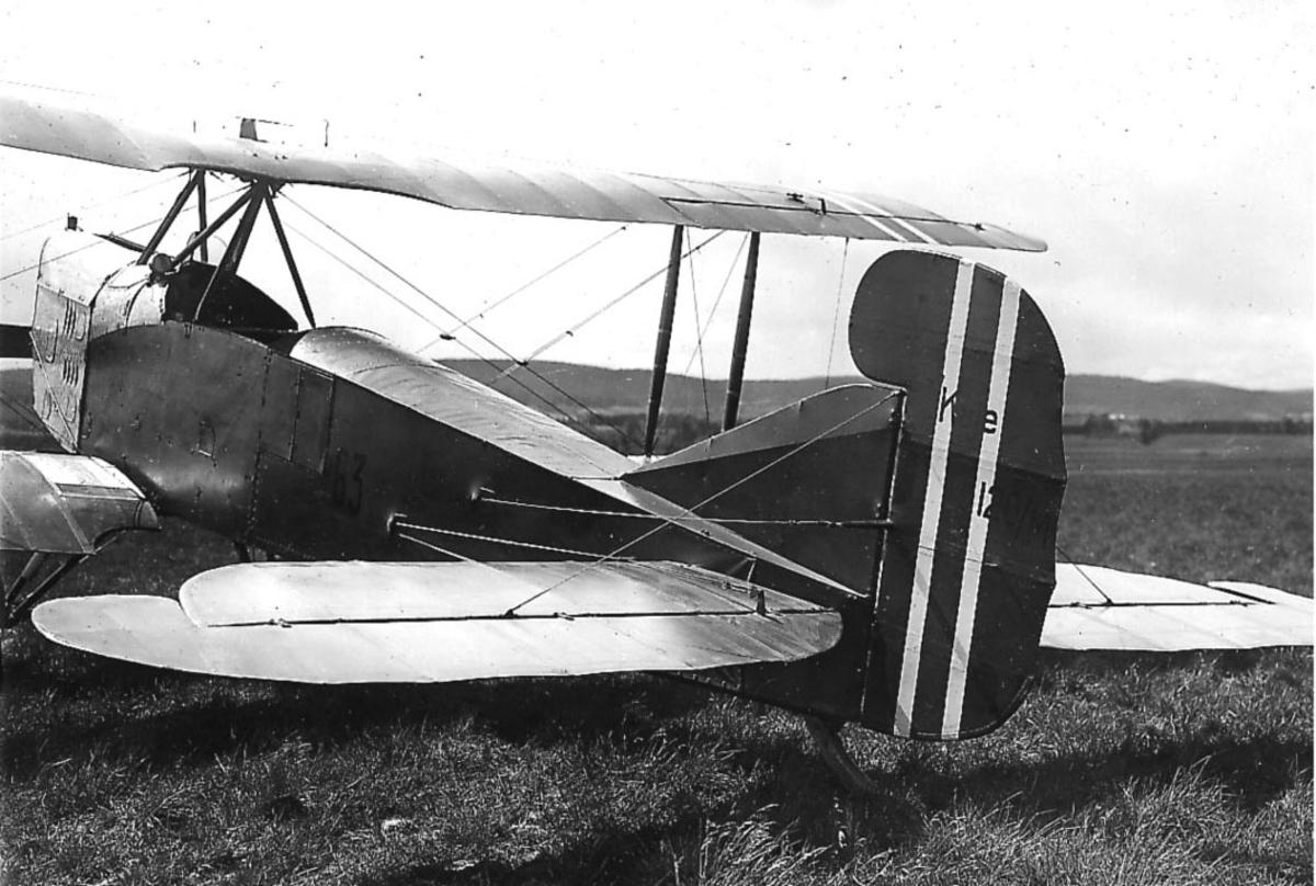Kjeller  lufthavn, ett fly på bakken,        F.F. 9 Kaje III nr 63.