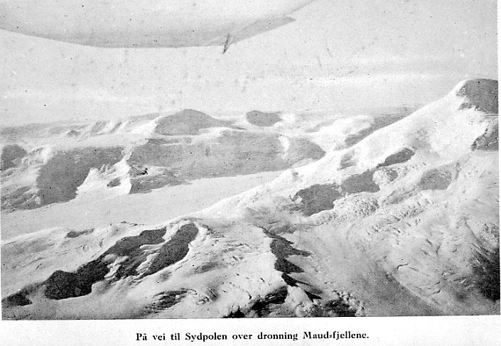 Landskapsbilde - snødekte fjell.