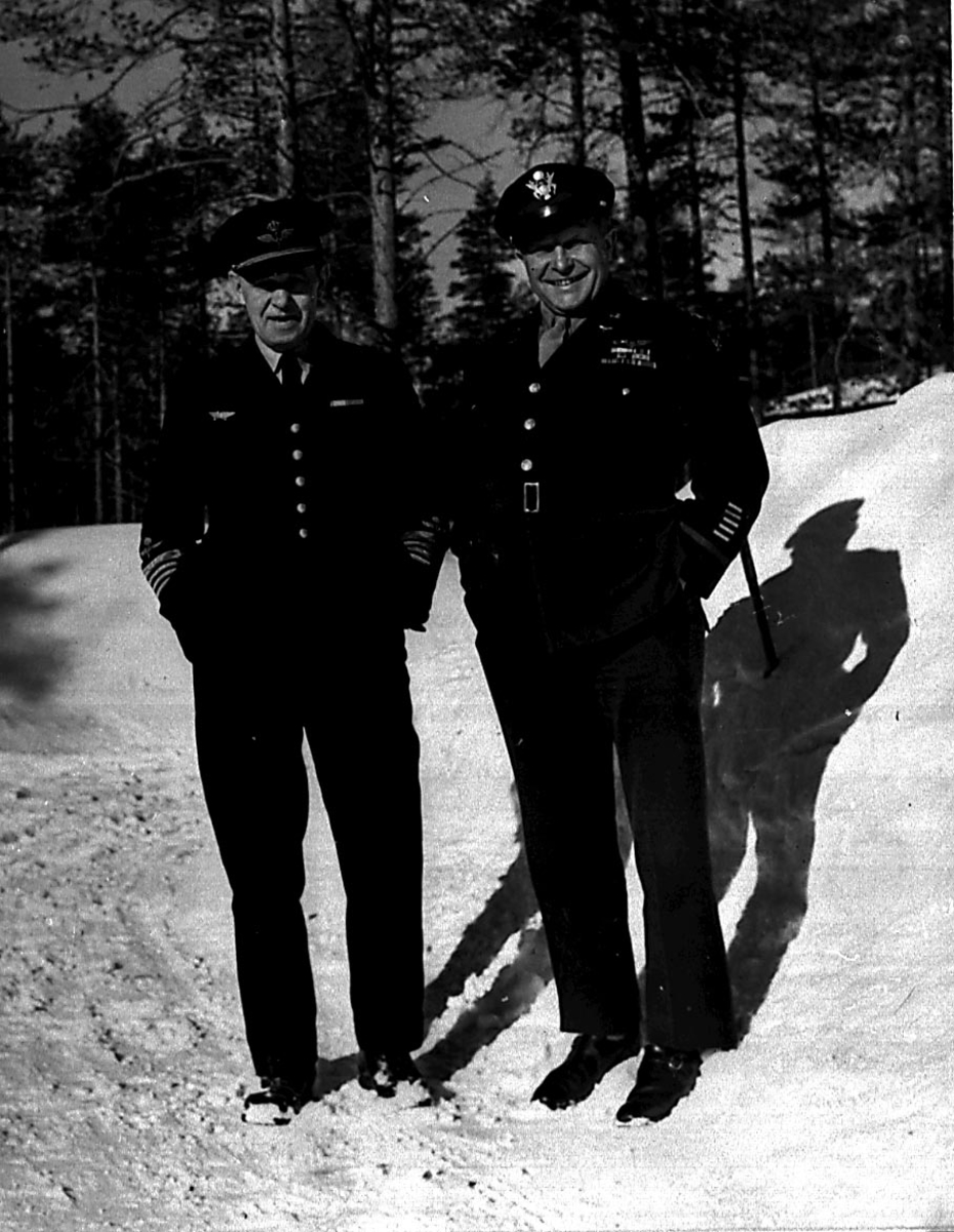 Portrett, 2 personer, militært personell, offiserer fra USAF.