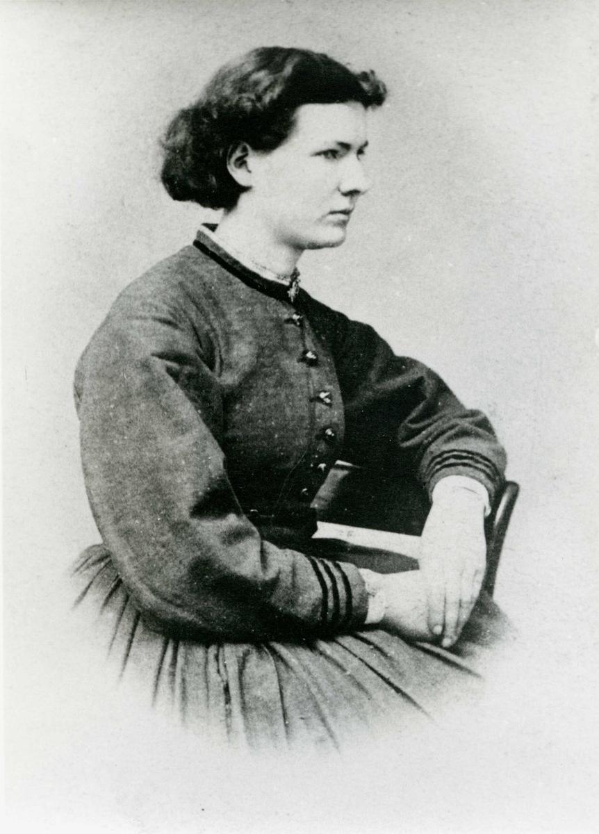 Portrett -Frk Thea Larsen, 1847 - 1934.