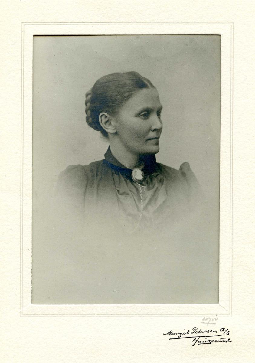 Portrett av Anne-Malene Odland, født Lindøe i Haugesund. Født 18. juni 1861