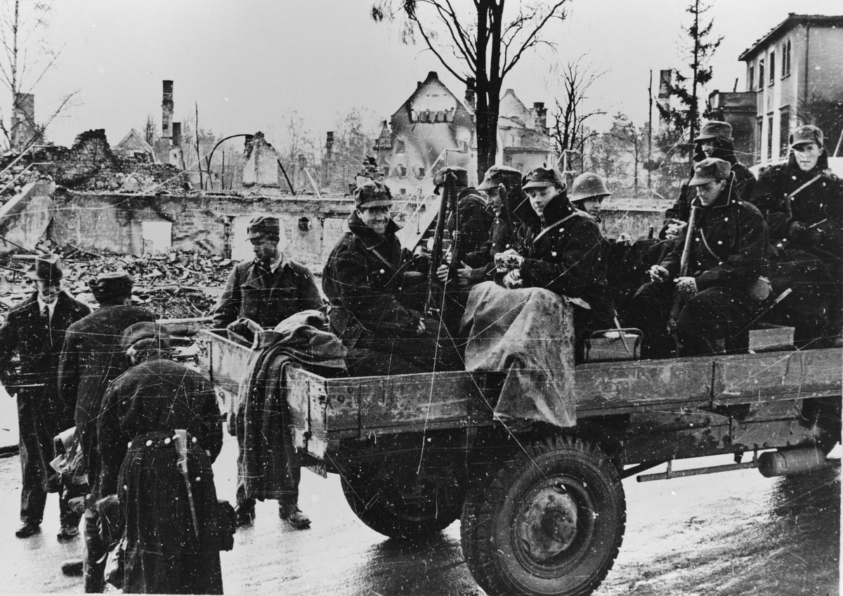Avreise fra Elverum. Norske soldater. 1940.