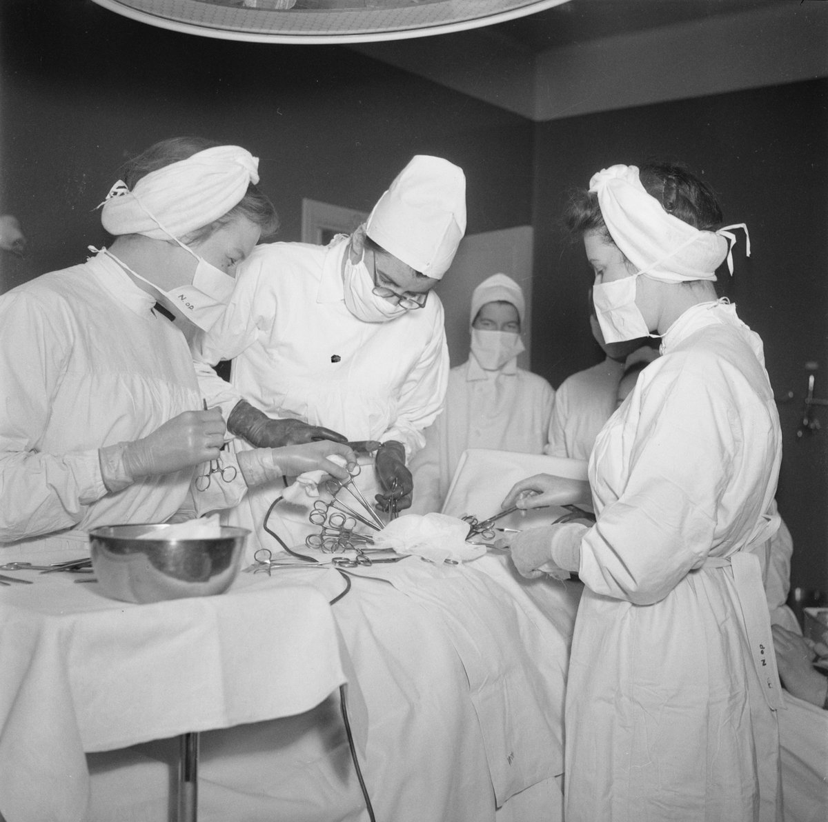 "Akademiska sjukhuset - ""sköterskor i operationsrum"", Uppsala 1948"