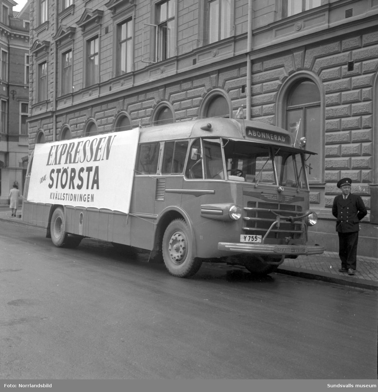 Expressens reklambuss parkerad i Sundsvall.