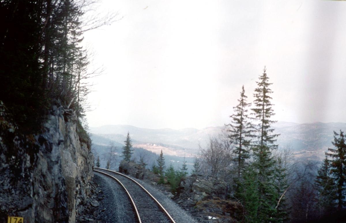 Valdresbanen, mellom Etna og Tonsåsen stasjoner. Etnedalen.