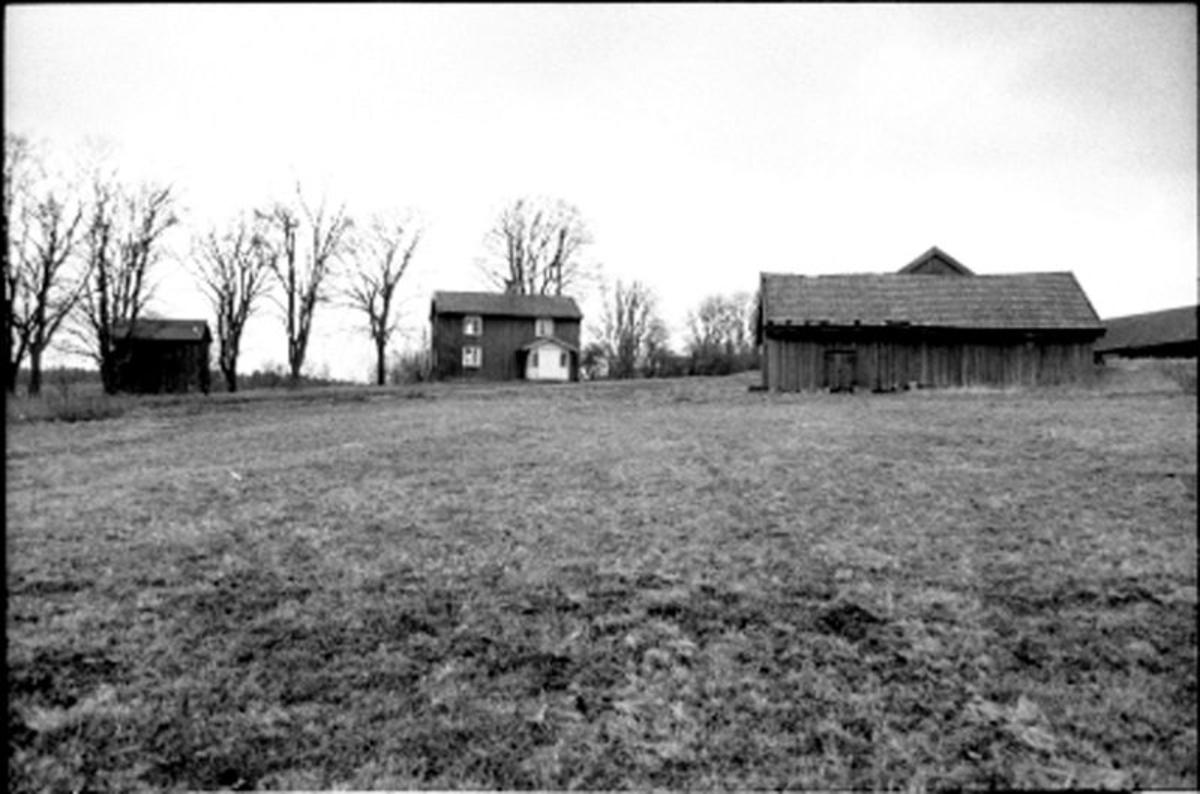 Gården Vinnsäter. Dokumentation i anledning av modellbygge av gården. Modellen utfördes av Göran Hellgren.