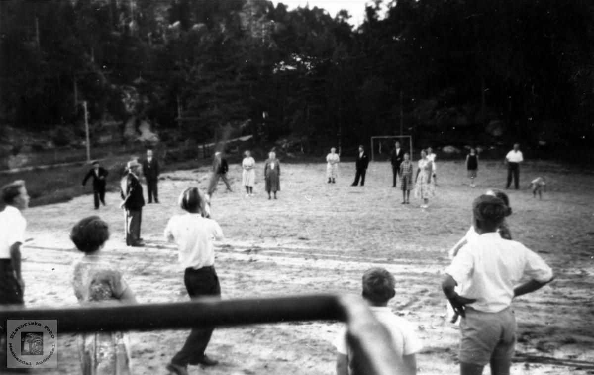 """Idrettsplassen til """"Brakall"""" på Eikså ved Eikså skole"""