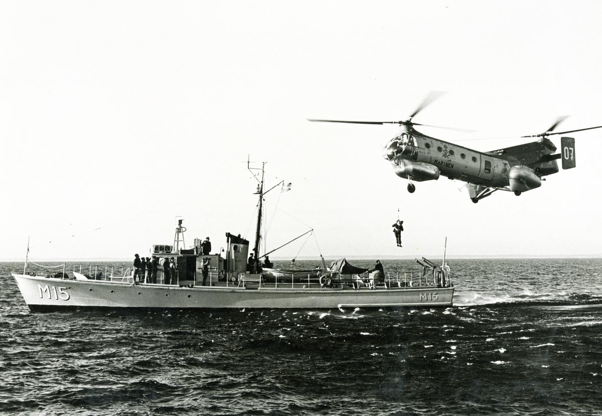 Minfartyg M15+Marinens Helikopter.