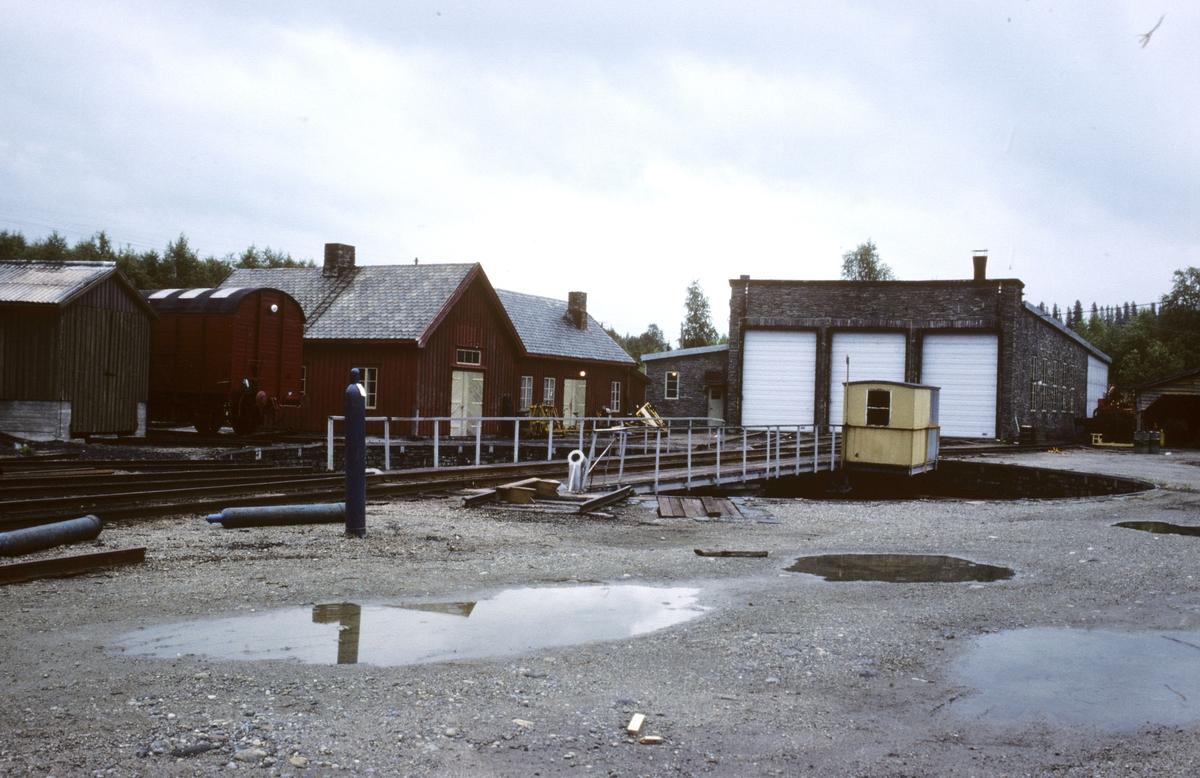 Lokomotivstall og svingskive Grong stasjon.