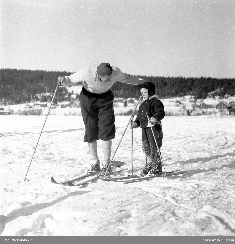 Ungdomens vinterspel i Sundsvall med filminspelning med Mora-Nisse Karlsson.