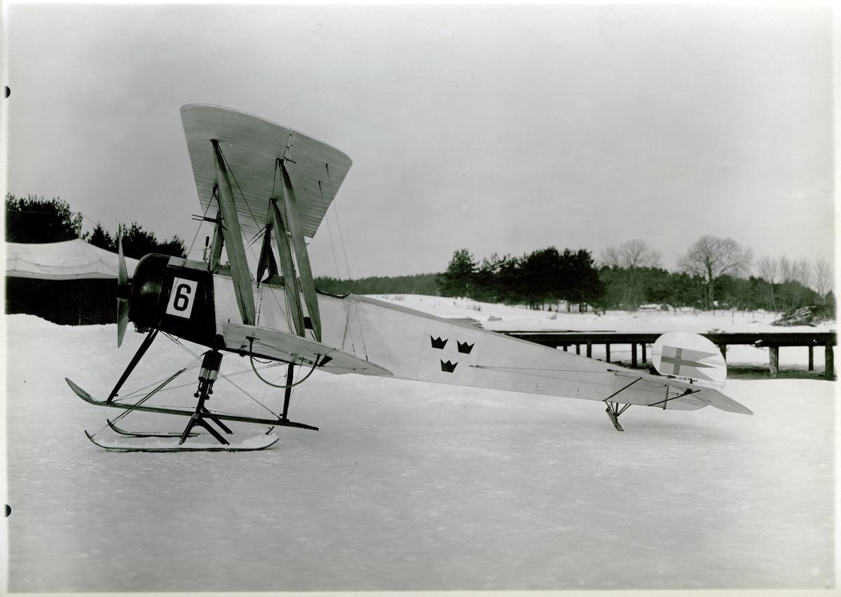 Övrigt: År 1923-24 beställdes sammanlagt fem Avro 504 K till Marinens Flygväsende från Storbritannien; de fick numren 6-10 och tjänstgjorde som skol- och övningsflygplan vid Hägernäs. Samtliga maskiner överfördes till Flygvapnet efter dess bildande 1926; de förlades till Ljungbyhed och fick nummer 072-076 och beteckningen Sk 3. Motor Clerget 130 hkr, spännvidd 8,81 m, längd 10,97 m.