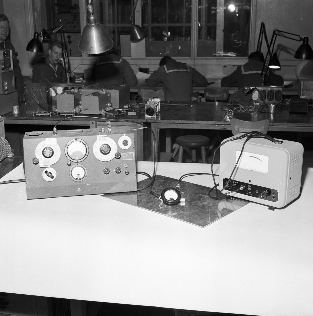 Övrigt: Foto datum: 13/1 1954 Byggnader och kranar Televerkstan detaljer