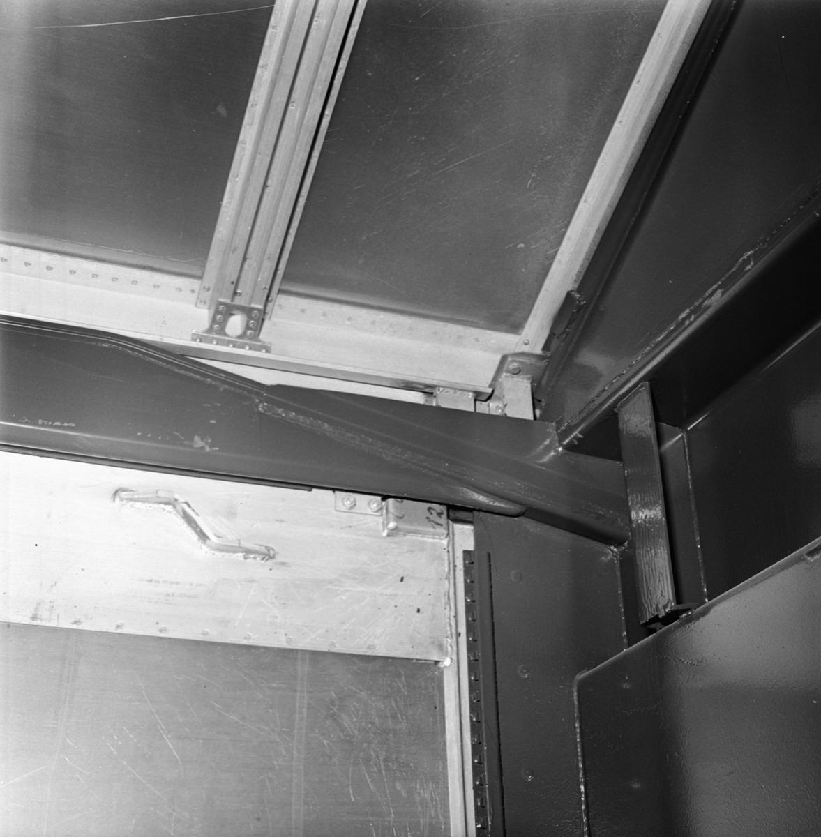 Övrigt: Foto datum: 17/6 1964 Verkstäder och personal. Tysk järnvägsvagn