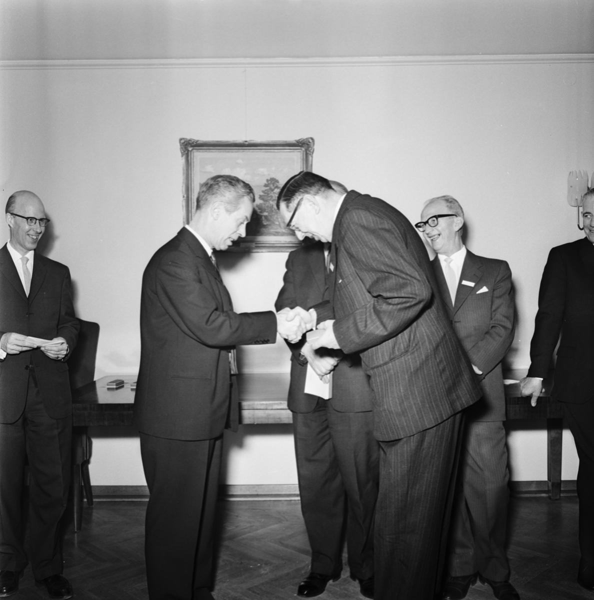 Övrigt: Foto datum: 16/12 1964 Verkstäder och personal. Pensionärsfest Rosenfeldt (lucia)
