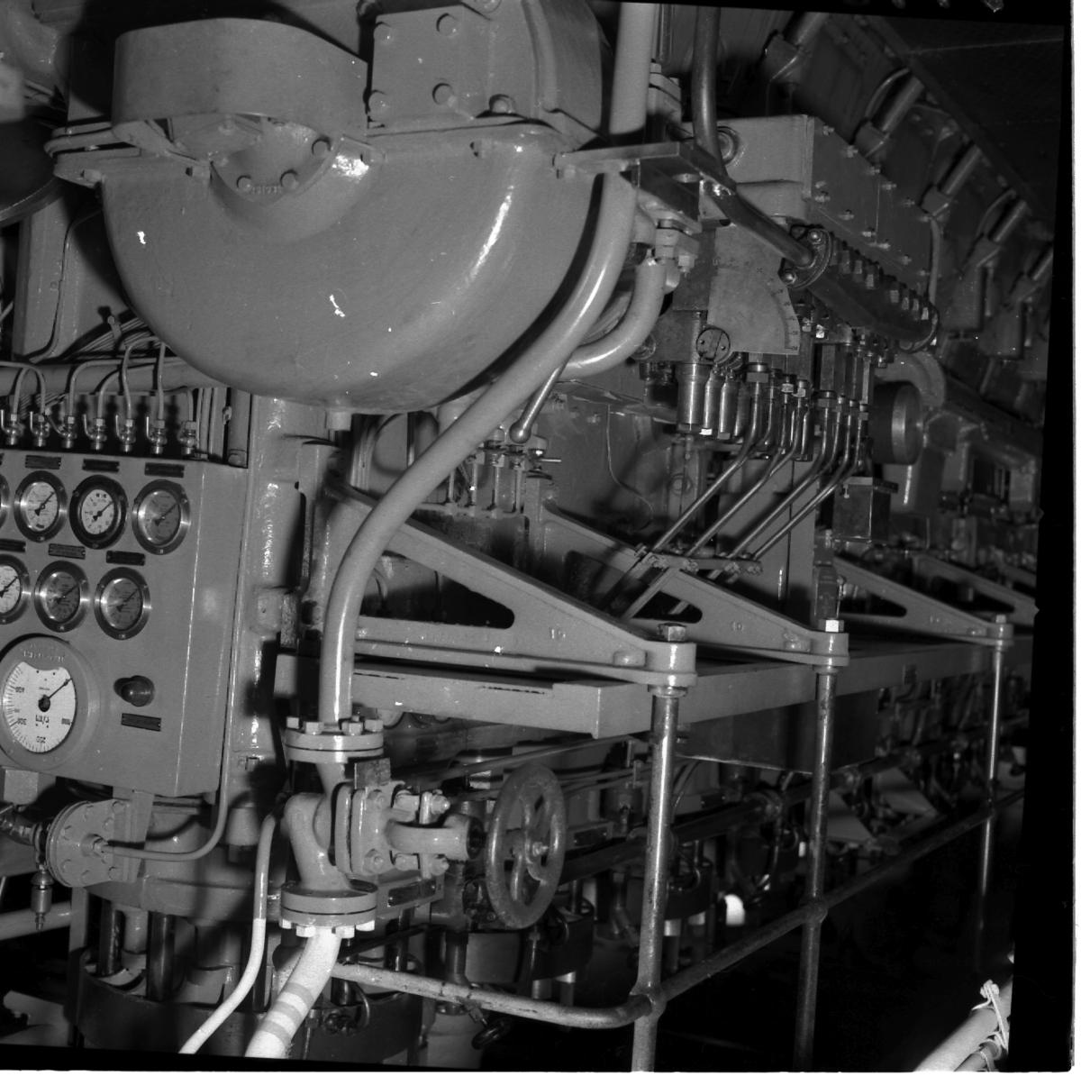 Fartyg: THULE                           Övrigt: Isbrytaren Thule, instrument i maskin och på bryggan.