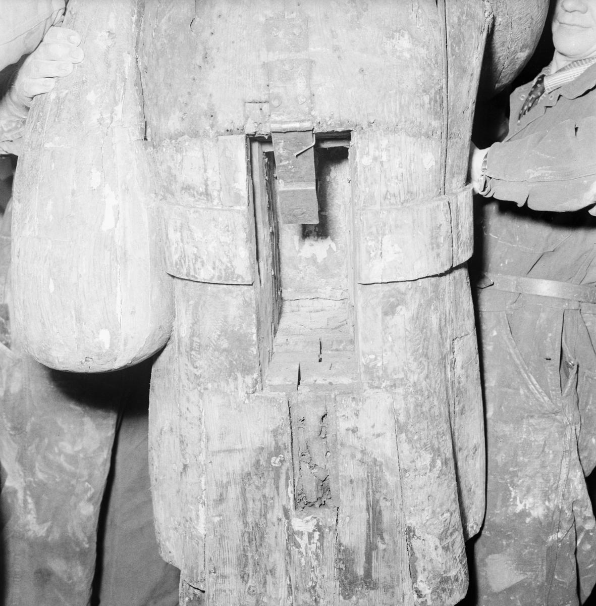 Övrigt: Foto datum: 22/3 1956 Byggnader och kranar Rosenbom detaljer av skador