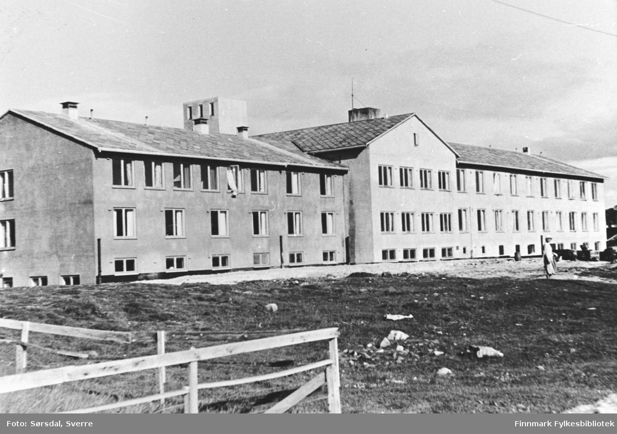 Vardø sykehus bygd etter 2. verdenskrig. Murbygning. Bildet er tatt i 1958 da sykehuset ble innviet.