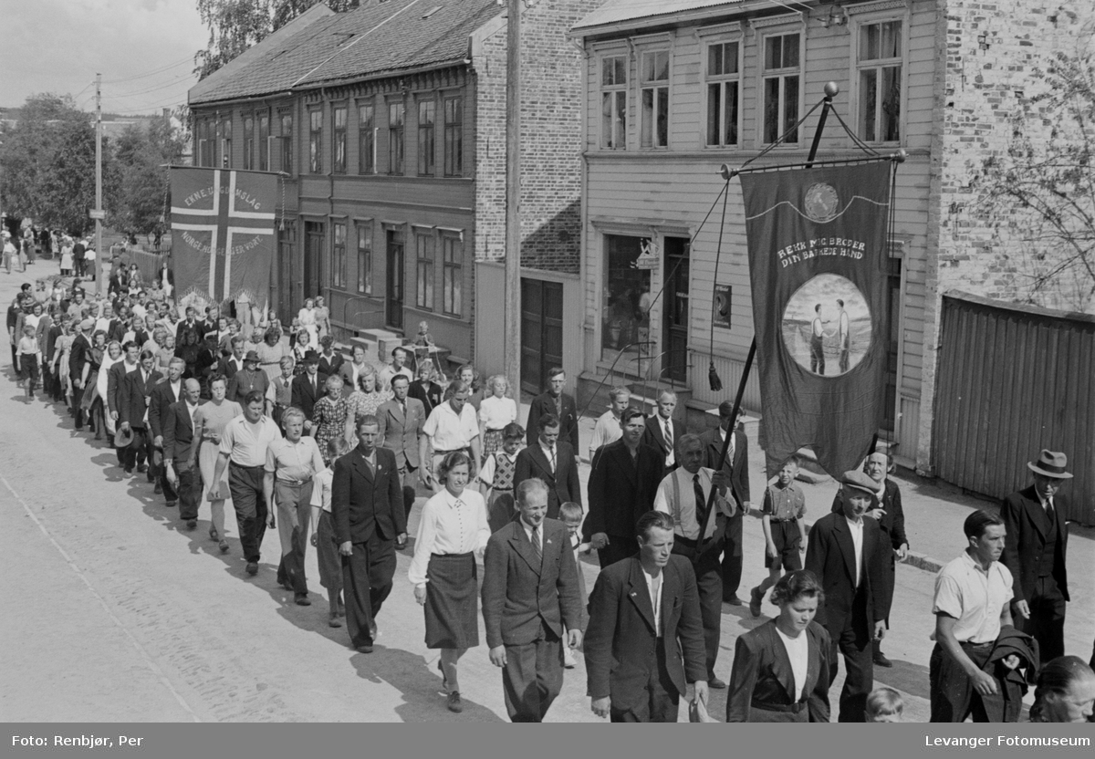 Arrangement til inntekt for heltefondet sommeren 1945.