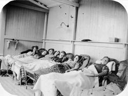 Pasienter i kurhall ved Grefsen sanatorium.