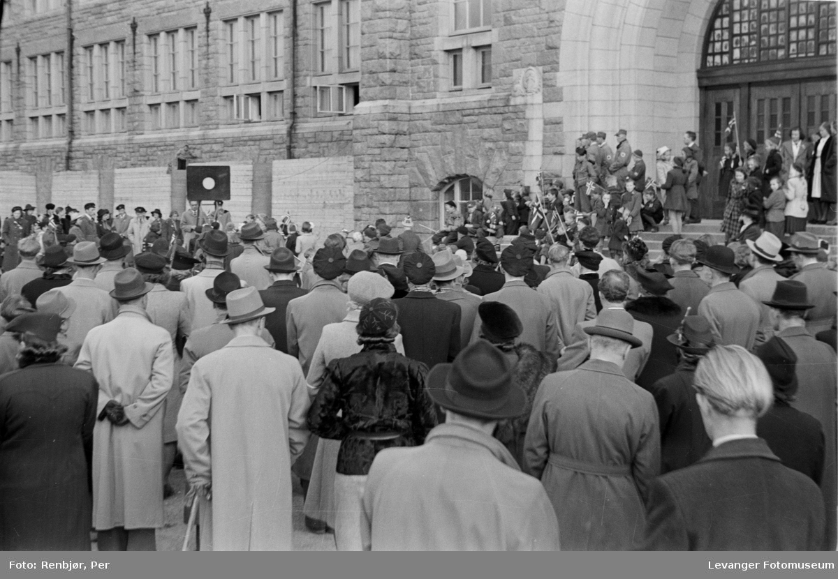 Fredsdagen ansamling av mennesker på NTH.