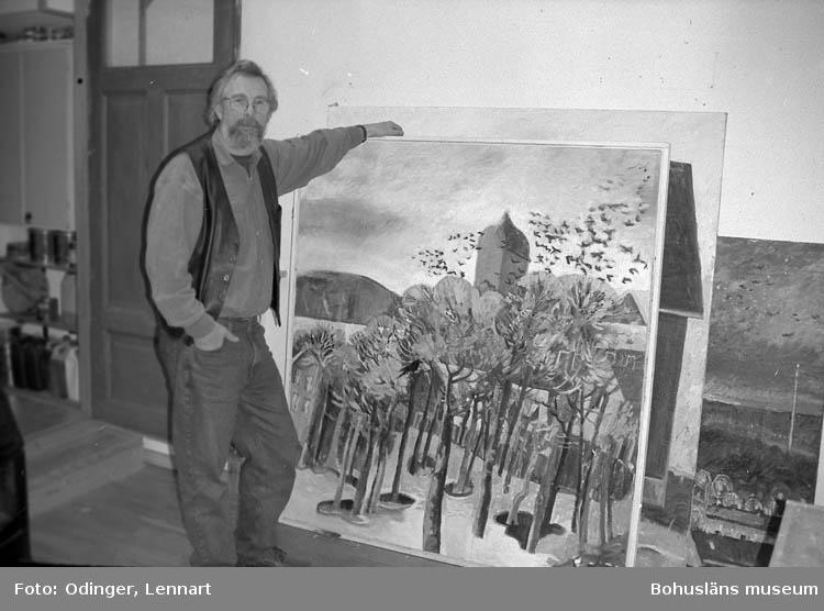 Rune Hurtig i sin atelje, Uddevalla
