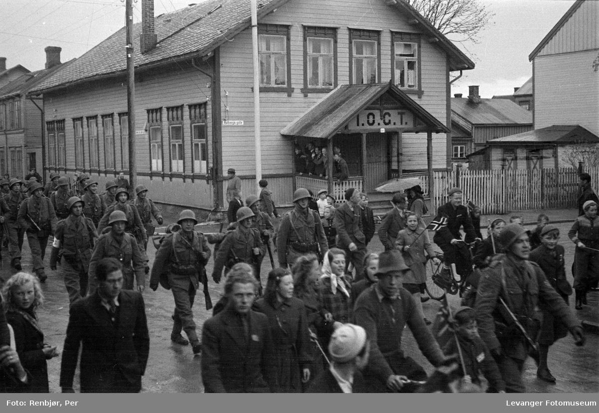 Norske politistyrker, svensketroppene, i Levanger fredsvåren.