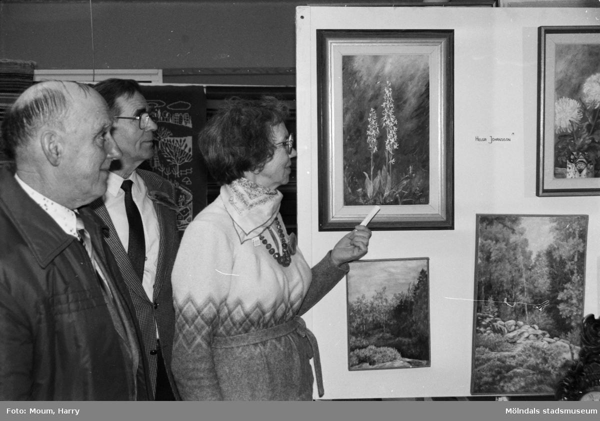 Kulturdagarna på Almåsgården i Lindome, år 1985. Konstutställning.  För mer information om bilden se under tilläggsinformation.
