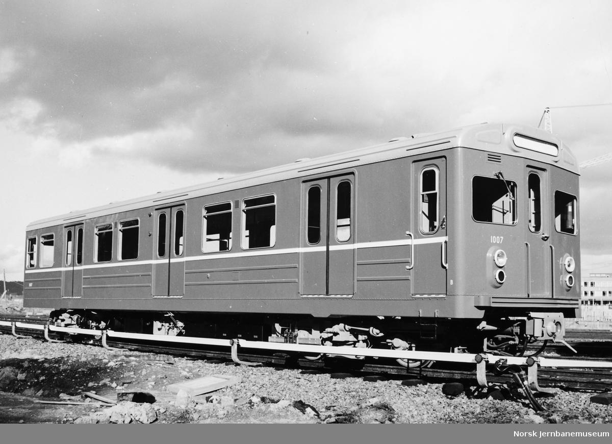 T-banevogn nr. 1007 som ny ved levering til Oslo Sporveier i 1964