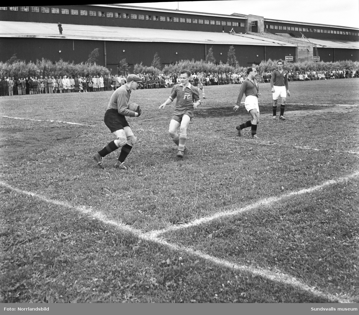 Fotbollsmatch på Östrands idrottsplats, Fagervik-Degerfors.
