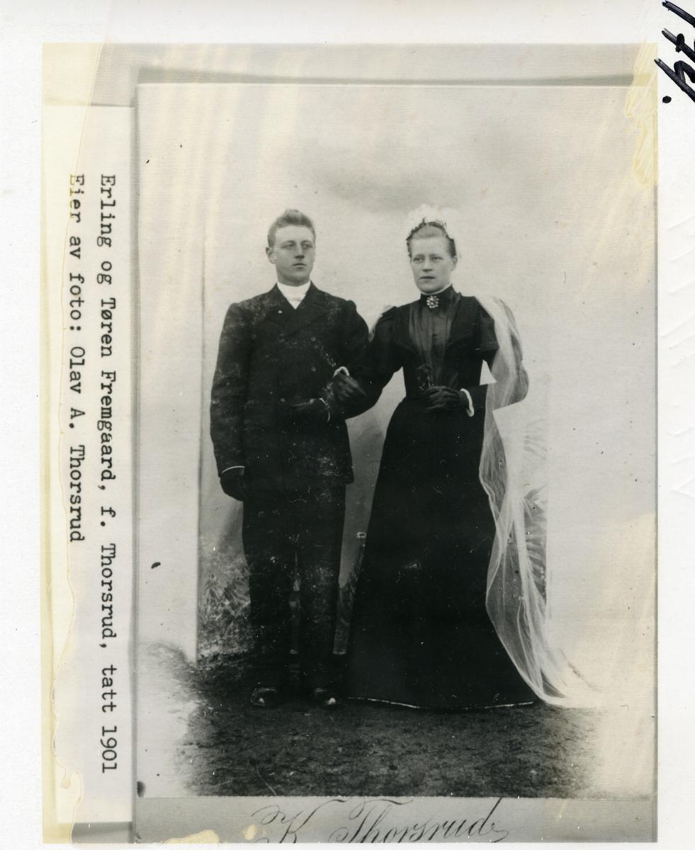 Bryllupsbilde av Erling og Tøren Fremgaard, født Thorsrud. 1901