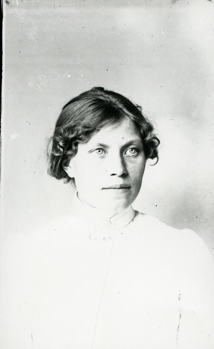 Portrett av Ragnhild Solsten, Røn i Vestre Slidre