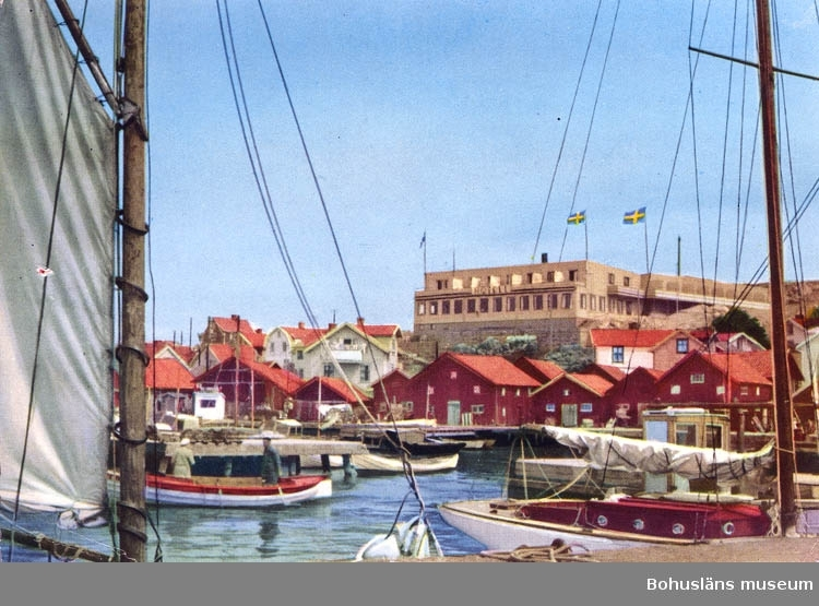 "Text på kortet:"" Gravarne. Hamn. Hotell. Kungshamn""."