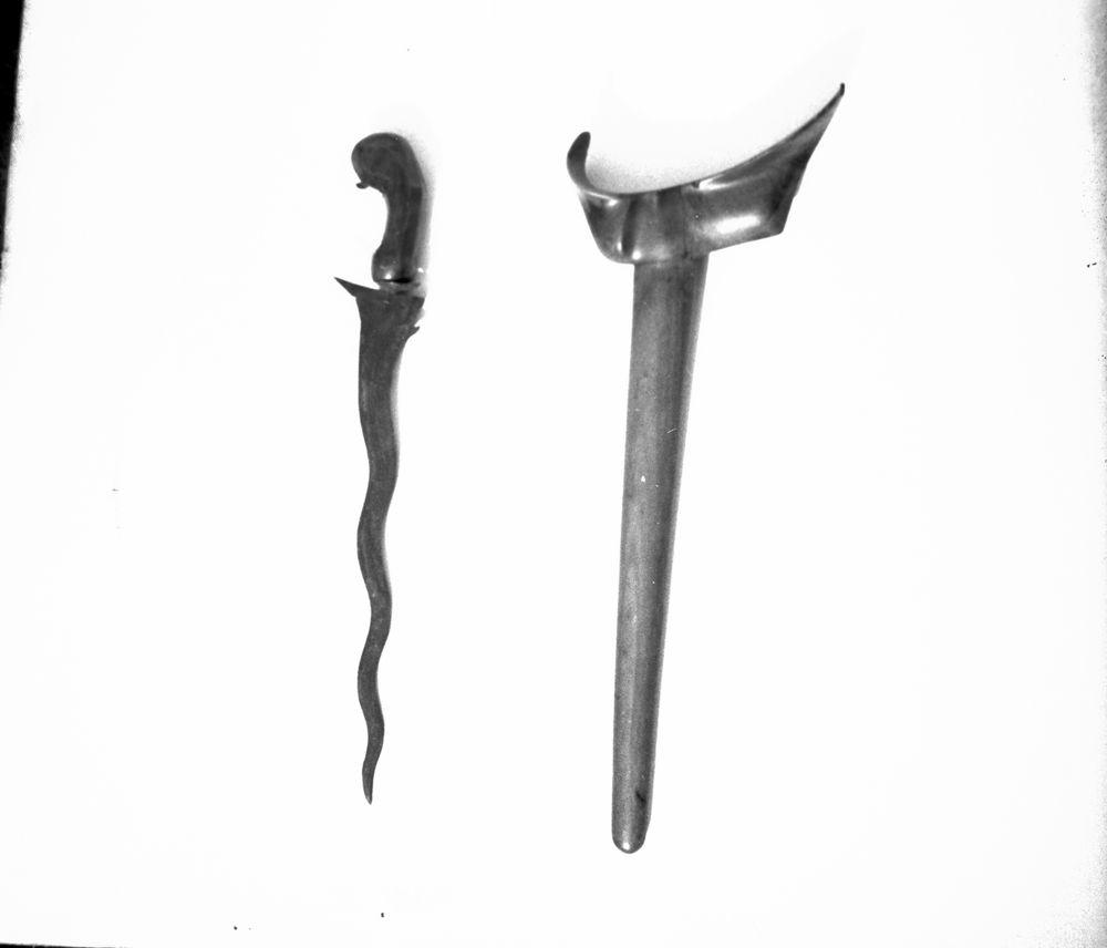 Vapen  21 Ab   Javanesisk dolk med träbalja  Vänersborgs Museum