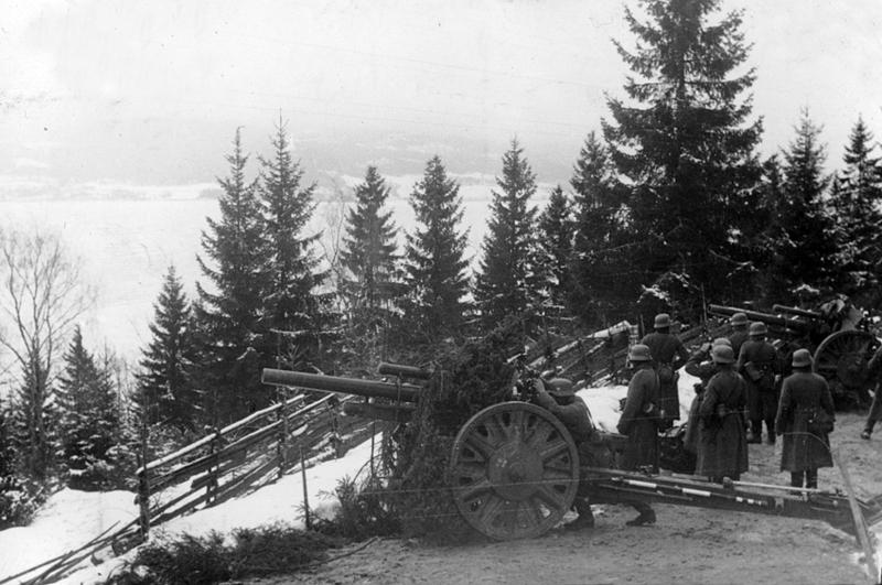 Tysk artilleri i stilling langs Mjøsa. Foto, Øyvind Leonsens billedsamling.