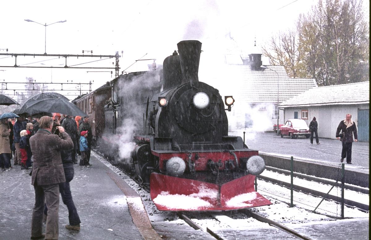 Veterantog Drammen - Rødberg på Kongsberg stasjon.