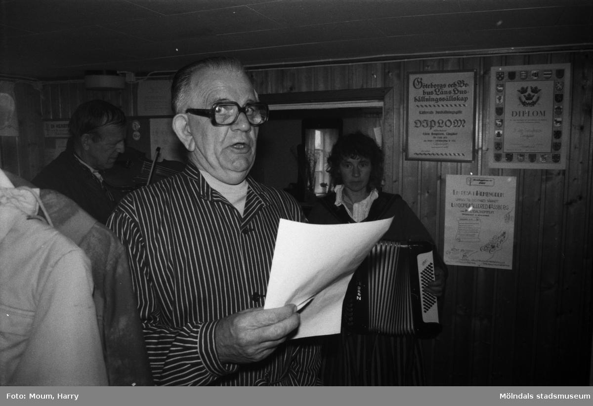 Gökotta på hembygdsgården i Långåker, Kållered, år 1985.  För mer information om bilden se under tilläggsinformation.