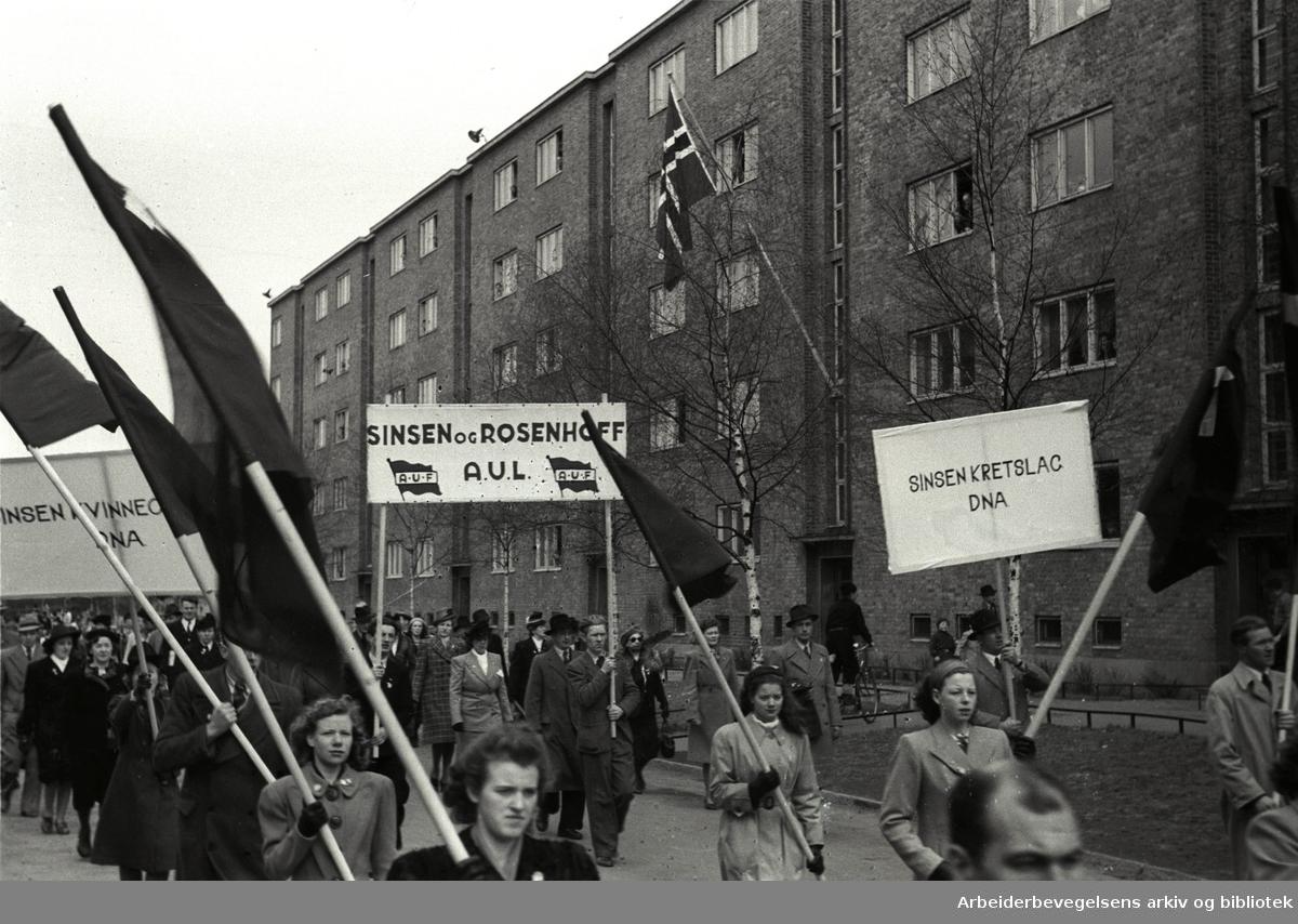 1. mai 1947, opptog på Sinsen. Parole: Sinsen kretslag DNA. Sinsen og Rosenhoff AUL.