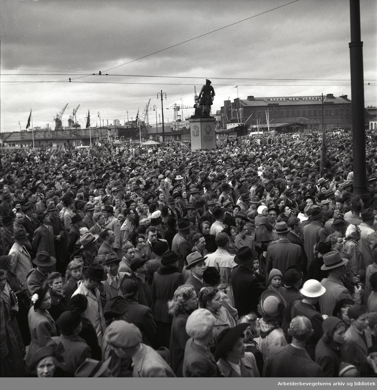 1. mai 1952.Rådhusplassen