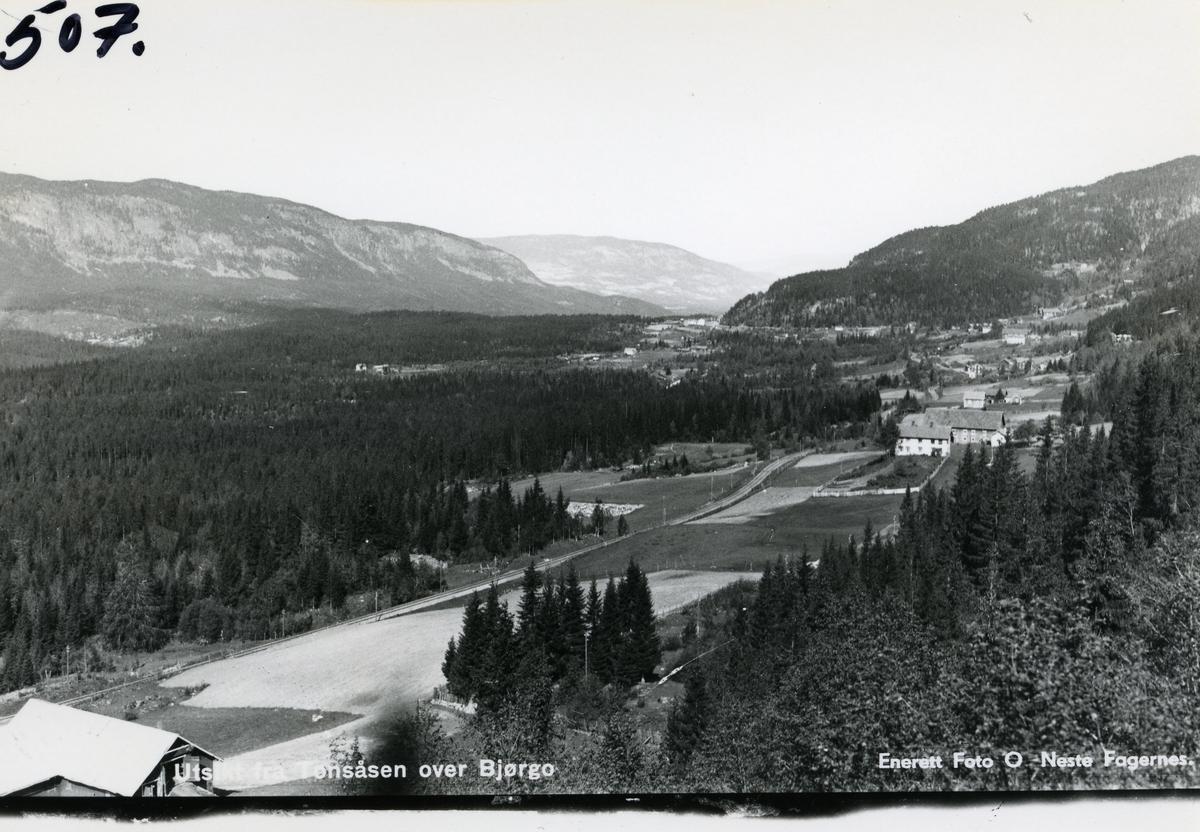 Utsikt fra Tonsåsen over Bjørgo, Nord-Aurdal.