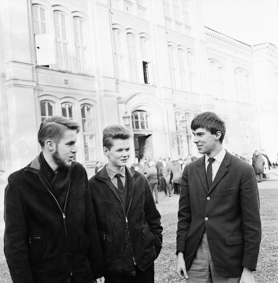 Katedralskolan - Klas Caldenby, Mats Broberg och Mats Cedvall, Uppsala, november 1964