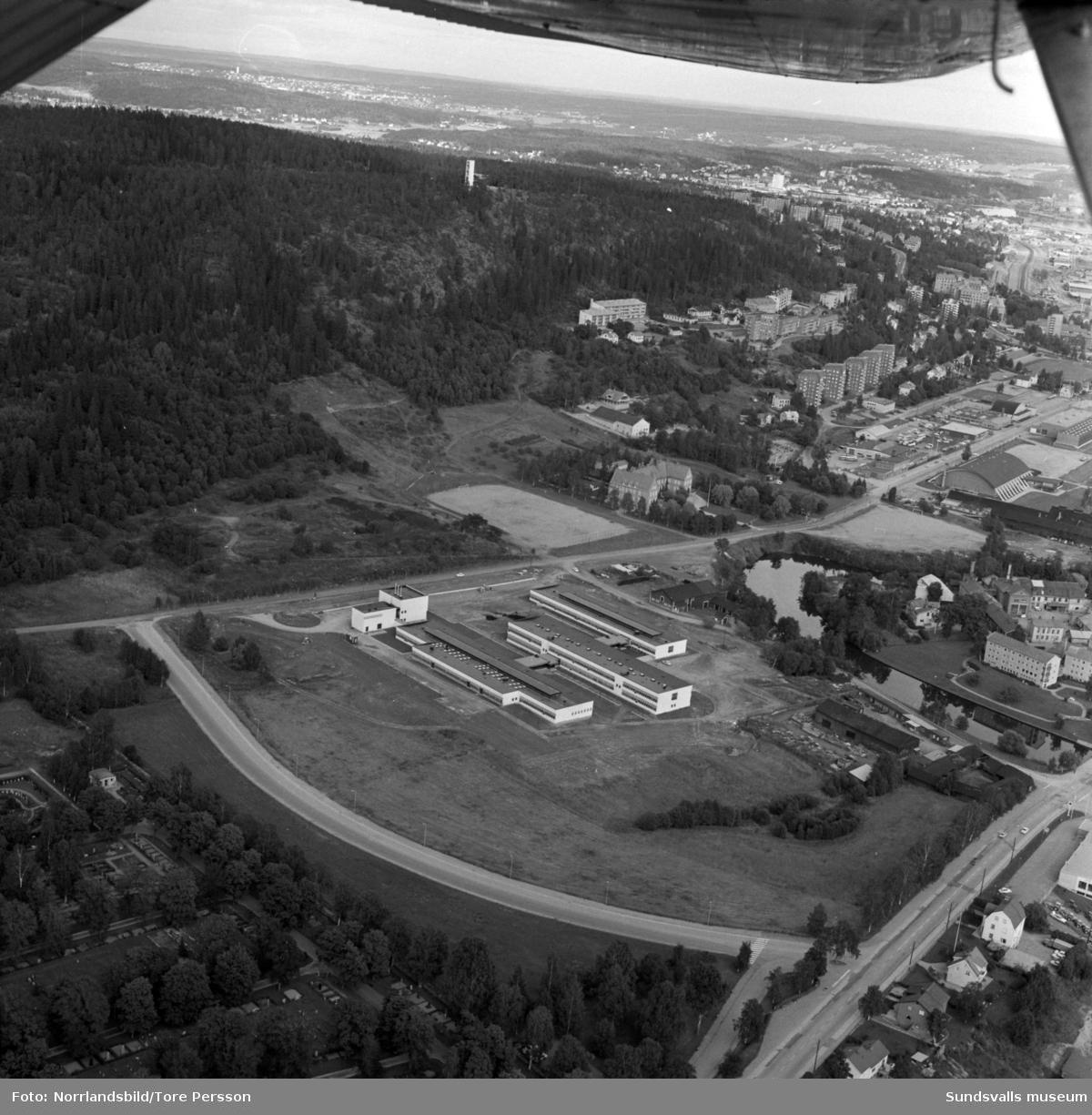 Flygfoto över Västermalms gymnasium.