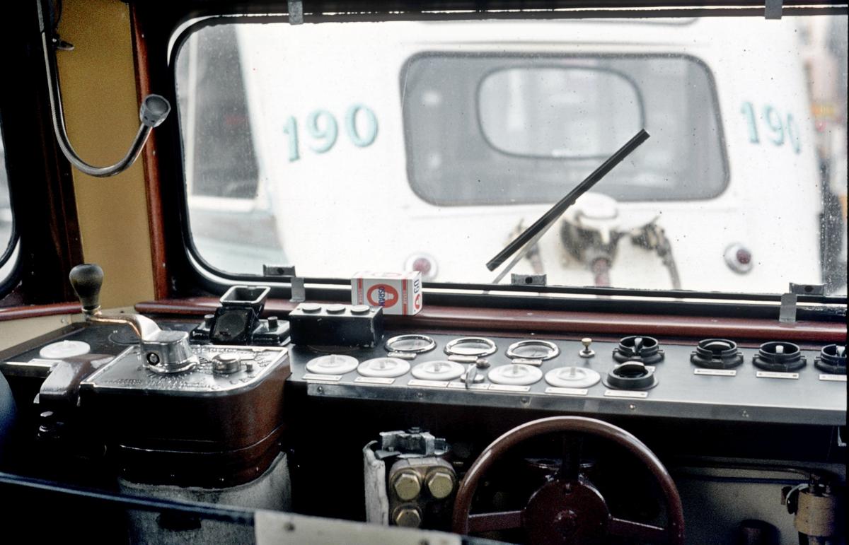 Oslo Sporveier. Førerplass Gullfisk B-vogn.