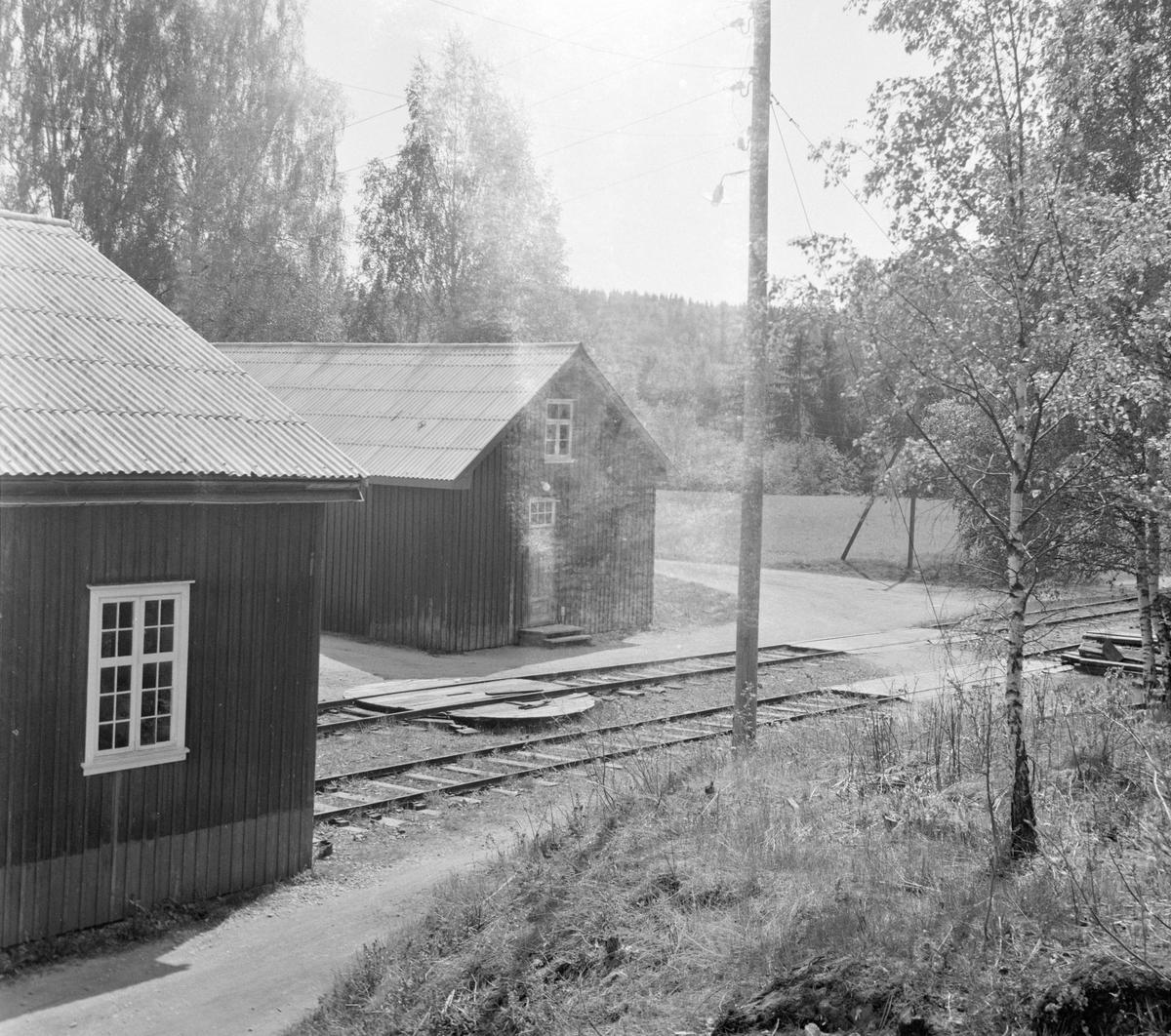 Motorvognstallen på Solbergfoss stasjon på den nedlagte Solbergfossbanen.
