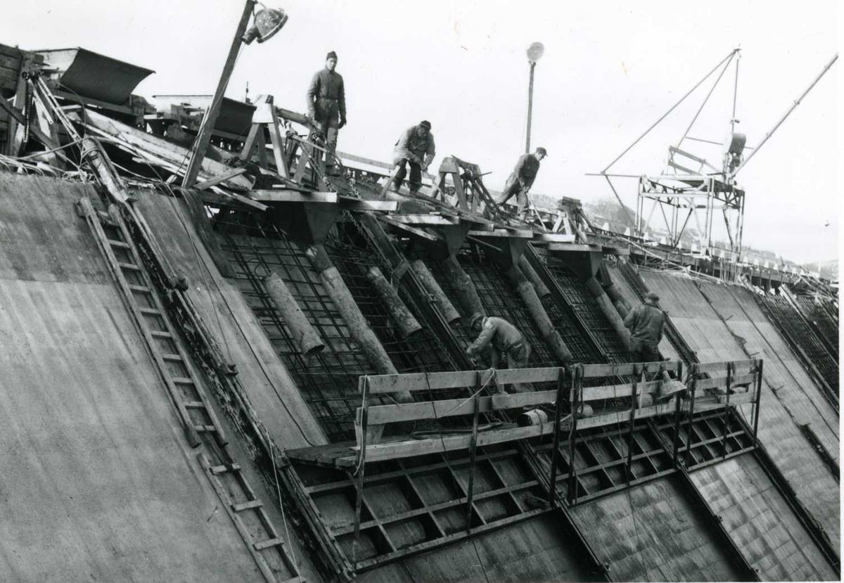 Støping av sperredam Kjela med glideforskaling 20-10-59..tif